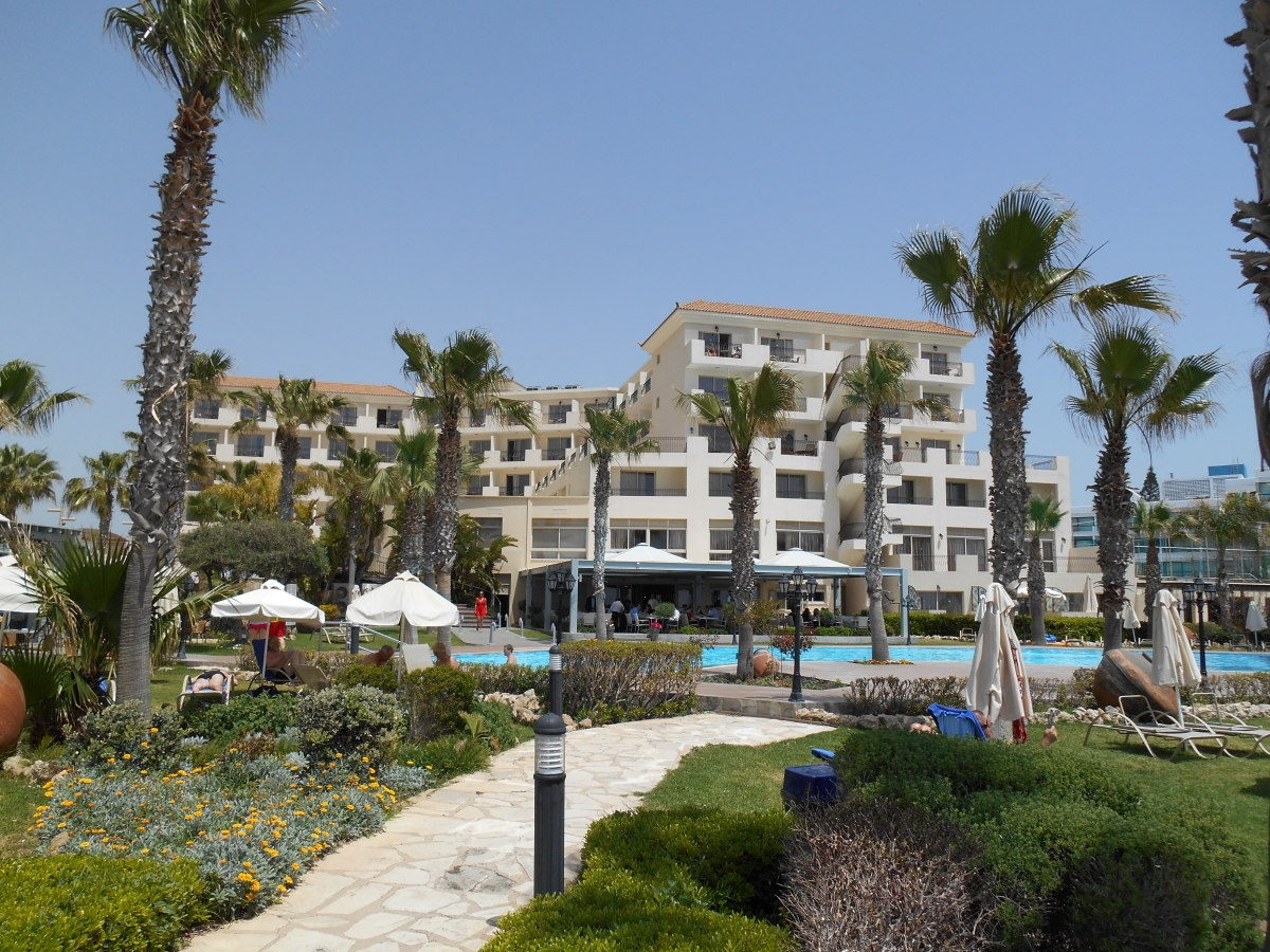 4 star hotels in paphos paphos airport for Four star hotel