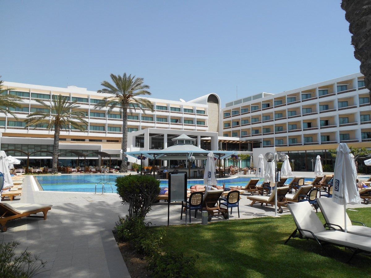 5 star hotels in paphos paphos airport for Five star hotel